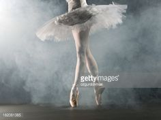 Foto de stock : Ballerina en pointe on stage
