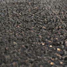Paiete rotunde negre de 3 mm pe tul negru KX1803BK.   Latime (cm) 122 / 126 Diametru Paieta 3 mm  Compozitie tul (%) Poliester 100%