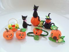 Miniature Halloween polymer clay by fizzyclaret Theme Halloween, Halloween Fairy, Halloween Crafts, Holiday Crafts, Sculpey Clay, Polymer Clay Crafts, Polymer Clay Halloween, Halloween Miniatures, Dollhouse Miniatures