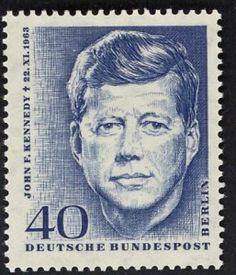 Rudolf Gerhardt entwarf, Egon Falz stach die Gedenkmarke zu Ehrn John F. Kennedys, die motivgleich in Berlin und im Bund erschien, MiNr. 241...