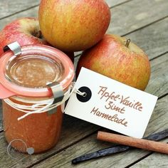 selbstgemachte Apfel- Marmelade mit Vanille und Zimt Homemade apple jam with vanilla and cinnamon Healthy Eating Tips, Healthy Nutrition, Apple Recipes, Sweet Recipes, Drink Recipes, Jam On, Food Club, Pumpkin Spice Cupcakes, Vegetable Drinks