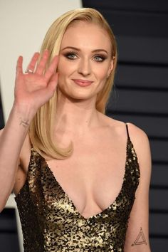 Sophie Turner attends the 2019 Vanity Fair Oscar Party hosted by Radhika Jones at Wallis Annenberg Center for the Performing Arts on February 2019 in Beverly Hills, California. Get premium, high resolution news photos at Getty Images Beautiful Celebrities, Beautiful Actresses, Beautiful Women, Mandy Moore, Sofie Turner, Actrices Sexy, Vanity Fair Oscar Party, English Actresses, Jean Grey