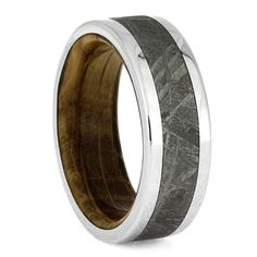 This whiskey oak wood ring is made with polished titanium and features an intricate meteorite inlay. Oak wood used in whiskey aging barrels lines the...