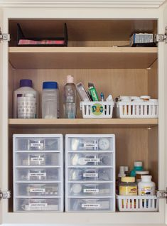 /getting organized at home/ Organized medicine cabinet Medicine Cabinet Organization, Bathroom Organization, Bathroom Storage, Cabinet Organizers, Organized Bathroom, Medicine Storage, Organize Medicine Cabinets, Kitchen Storage, Organisation Hacks