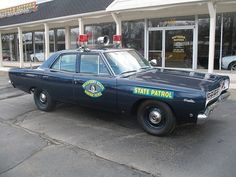 Often called a 4 door Roadrunner these big block Satellites were a natural for Police Pursuit work. This car has the 383 - Love Cars & Motorcycles Old Police Cars, Old Cars, Police Patrol, Police Police, Radios, Plymouth Satellite, Emergency Vehicles, Police Vehicles, Car Badges