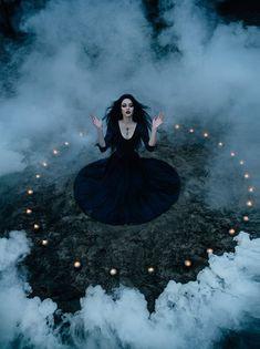 De entre los muertos surgiran, y sobre las cenizas del fuego extinto de su alma se alzará la oscuridad.
