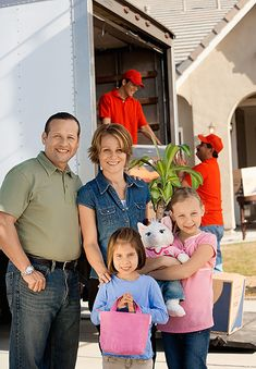 4 reasons to hire professional movers with storage facilities  #movingcompany #moving #movers #packing #storage Source: Toronto Service Center