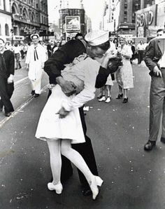 One of the most iconic photos in history taken on Victory over Japan Day, the Alfred Eisenstaedt Kissing on VJ Day in Times Square Wall Art is perfect for adding a touch of history to your wall. The picture shows a sailor kissing a nurse in Times Square. Robert Doisneau, Times Square, Famous Photojournalists, The Kiss, My Champion, Jolie Photo, Favim, Life Magazine, Magazine Photos
