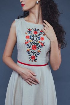 Лляна бежева сукня класичного елегантного крою. | Бутік-ательє «Отаман» Embroidery On Kurtis, Kurti Embroidery Design, Embroidery On Clothes, Embroidery Suits, Embroidered Clothes, Hand Embroidery Designs, Embroidered Blouse, Kurta Designs, Blouse Designs