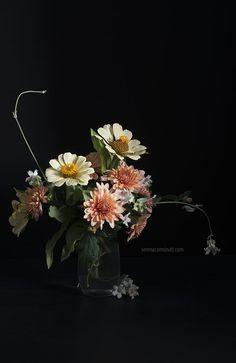 Bouquet of Zinnia and Chrysanthemum Flowers. Photography by Serena Carminati. serenacarminati.com