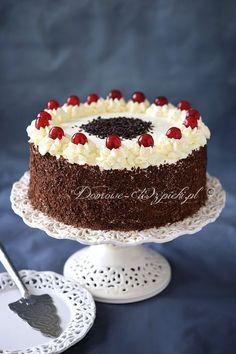 Jeden z ulubionych, klasycznych, niemieckich tortów znanych obecnie na całym świecie. Tort Szwarcwaldzki składa się z czekoladowego biszkoptu, nasączonego wódką... Lemon Cheesecake Recipes, Chocolate Cheesecake Recipes, Cake Decorating Designs, Easy Cake Decorating, Chocolates, Custard Cake, Gingerbread Cake, Lava Cakes, Polish Recipes