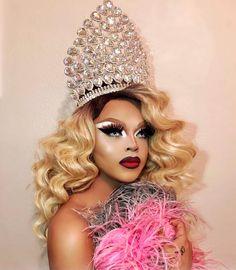 Collecting my royalties 👑✨ 🌈 Rupaul Drag Queen, Baby Queen, Drag Makeup, Queen Makeup, Queen Photos, The Vivienne, Covergirl, Drag Queens, Beauty