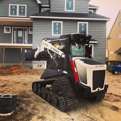 We framed the house might as well grade it to. @terexcorporation @postmymachine @construct.connect #construction #constructionworker #terex #weworkin #framerlife #framer #grinddaily #dirtmover #constructionequipment #fishinglife #thetugismydrug #iphone7plus #madeintheusa #shovelparty #getsome