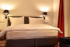 Bilder vom Boutique Hotel in Fieberbrunn - Boutique Lodge Boutique, Bed, Furniture, Home Decor, Pictures, Homemade Home Decor, Stream Bed, Home Furnishings, Beds