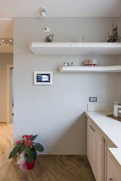 Vimar residenza privata a Pistoia. Particolare dell'interfaccia a parete con il Multivideo touchscreen della domotica By-me. Scopri http://www.vimar.com/it/it/residenza-privata-pistoia-12644172.html