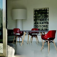 Drømmestoler Eames, Home And Living, Dining Chairs, Furniture, Home Decor, Homemade Home Decor, Home Furnishings, Dining Chair, Interior Design