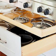 Bring the chaos in your kitchen to order with these smart and affordable ways to organize your kitchen cabinets. Find a place for everything and enjoy your kitchen again. #kitcendecor #drawer