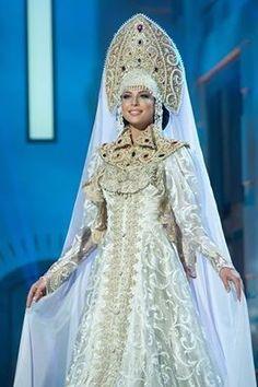 Miss Russia Universe 2014 in national costume. Russian Beauty, Russian Fashion, Russian Style, Historical Costume, Historical Clothing, Traditional Fashion, Traditional Dresses, Costume Russe, Folk Costume