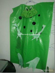 Disfraz de rana con bolsa de basura verde de multipapel     http://www.multipapel.com/producto-Bolsas-de-basura-de-colores-para-disfraces.htm