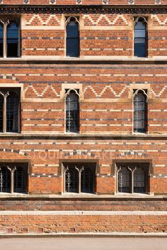 Facade of Keble College oxford. A neo-gothic red-brick building designed by William Butterfield in Brick Architecture, Victorian Architecture, Architecture Details, Brick Design, Facade Design, Exterior Design, Brick Masonry, Brick Facade, Brick Building