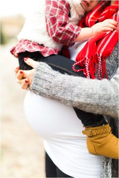 maternity photo with older sibling...makes me wish I had one of these with Arden...I think it is too late :(