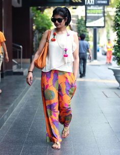 ORange-Palazzo-With-a-Cute-PRinted-Shit-With-Ruffles 20 Outfit Ideas to Wear Short Shirts with Palazzo Pants Kurta Designs, Blouse Designs, Indian Attire, Indian Wear, Indian Outfits, Western Outfits, Western Wear, Moda Hippie, Outfit Trends