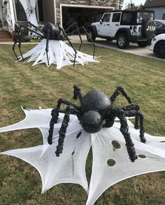 Astonishing DIY Dollar Store Halloween Decoration Ideas - No contest, hands down. Halloween is my favorite holiday! In addition to planning our Film Society's annual Halloween event, I also spend hours onli. Spooky Halloween, Diy Halloween Party, Halloween Veranda, Moldes Halloween, Halloween Spider Decorations, Adornos Halloween, Manualidades Halloween, Dollar Store Halloween, Retro Halloween