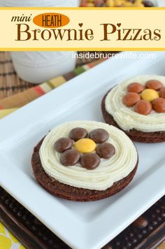 Heath Brownie Pizzas - mocha brownies topped with a Heath butter cream and a fun Heath pieces flower @Inside BruCrew Life #brownies #mocha #Heathpieces