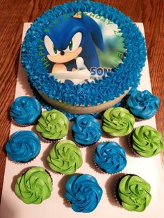 Sonic the hedgehog cake and matching cupcakes