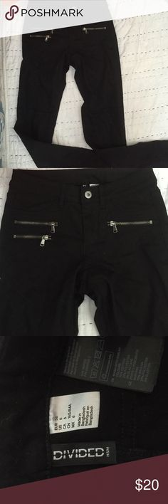 H&M Zip Detail Black Jeans NWOT. H&M Divided Black Jeans. Size 6 so women's 4 give or take. Jet black, no distressing. Regular pockets in the back. Mid rise, great for any shape! 3 zip pocket details in the front. Moto style horizontal knee like detail on the front and vertical line going down the back from the knee down. Perfect for any occasion! H&M Jeans Skinny