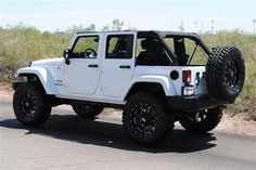 White Jeep Wrangler Unlimited Lifted Best Picture For cars pelicula For Your Taste You are looking for something, and it is going to tell you exac Auto Jeep, Jeep Jk, Jeep Cars, Jeep Truck, Ford Trucks, Wrangler Jeep, Jeep Wranglers, Four Door Jeep Wrangler, Jeep Sahara