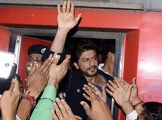 Railway Vendor to withdraw the case filed against Shah Rukh Khan
