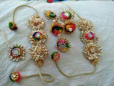 mehendi jewels: fun and creative Jewelry Crafts, Jewelry Art, Handmade Jewelry, Jewelry Design, Diy Wedding Earrings, Wedding Jewelry, Gota Patti Jewellery, Silk Thread Necklace, Rakhi Design