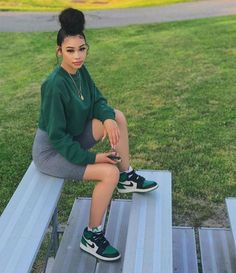 You are in the right place about tomboy outfits Here we offer you the most beautiful pictures ab Cute Comfy Outfits, Chill Outfits, Cute Casual Outfits, Dope Outfits, Retro Outfits, Summer Outfits, Black Girls Outfits, Outfits With Jordans, Jordan Outfits Womens
