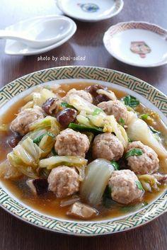 白菜と鶏団子の中華煮込み by 長岡美津恵akai-salad 「写真がきれい」×「つくりやすい」×「美味しい」お料理と出会えるレシピサイト「Nadia | ナディア」プロの料理を無料で検索。実用的な節約簡単レシピからおもてなしレシピまで。有名レシピブロガーの料理動画も満載!お気に入りのレシピが保存できるSNS。