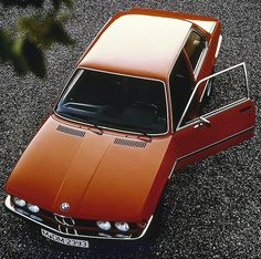 BMW 323i (E21)