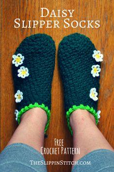 Daisy Slipper Socks Free #Crochet #Pattern - the Slippin' Stitch #crocheting #slippers