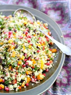 Det finnes mange varianter av 'jewel salad' – felles for de alle er at de. I Love Food, Good Food, Yummy Food, Healthy Snacks, Healthy Eating, Healthy Recipes, Salad Recipes, Food N, Food And Drink