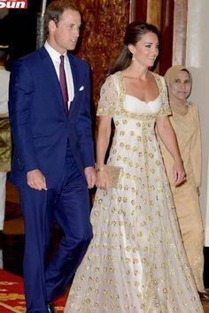 Kate Middleton desfila grandes nomes da moda em Singapura