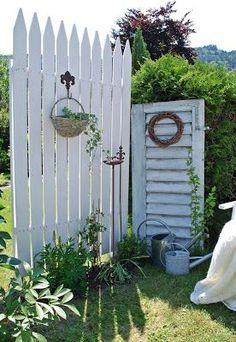 mamas kram: Garten DIY Garden Project Ideas How To Garden Decor Tips & Hacks Project Difficulty: Sim Garden Mum, Garden Gates, Dream Garden, Garden Cottage, Garden Nook, Backyard Privacy, Backyard Fences, Backyard Landscaping, Jardin Style Shabby Chic