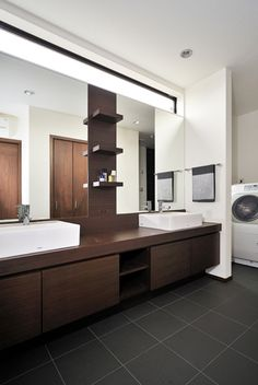 朝の支度も楽にできるツインボウルの洗面室