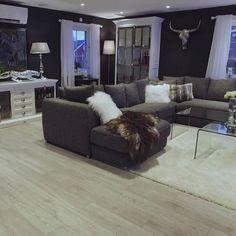 #Repost @guro_eggerud  Gulv: @gulvdeal  Skjenk og skap: @classicliving  #myhome #livingroom
