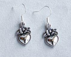 Hoi! Ik heb een geweldige listing op Etsy gevonden: https://www.etsy.com/nl/listing/498439319/oorbellen-heilig-hart-sacret-heart