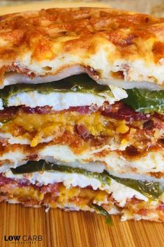 This Jalapeno Popper Grilled Cheese Chaffle will know your socks off! This Jalapeno Popper Grilled Cheese Chaffle will know your socks off! Spicy and full of goodness is packed into this non-traditional grilled cheese recipe! Keto Recipes With Bacon, Low Carb Recipes, Healthy Recipes, Cooking Recipes, Keto Grilled Cheese, Keto Bread, Low Carb Diet, Keto Dinner, Crockpot