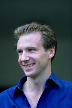 Ralph Fiennes. Dat smile!