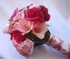 Shades of pink bouquet #pink #wedding