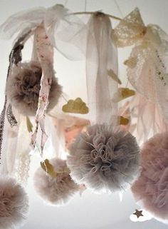 I adore just about anything tulle~ Tulle, lace & ribbon pom poms, they just go together, in such a sweet way~❥ Elaina SO OBSESSED! Tulle Crafts, Diy Crafts, Tissue Paper Flowers, Fabric Flowers, Tulle Pompoms, Decoration Shabby, Tulle Decorations, Deco Champetre, Alternative Bouquet