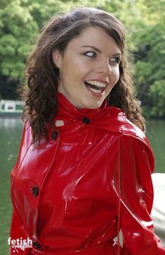 Red Raincoat, Vinyl Raincoat, Plastic Raincoat, Imper Pvc, Rubber Raincoats, Rain Wear, Lady In Red, Women Wear, Leather Jacket