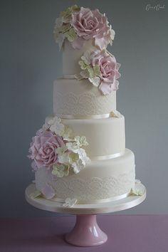 Rose & Hydrangea cake
