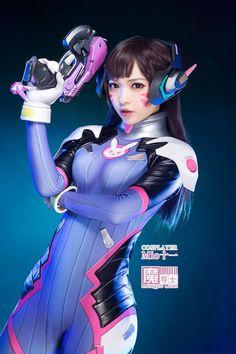 overwatch (d.va) cosplay.